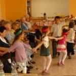 Ovisok köszöntötték a békési időseket 4