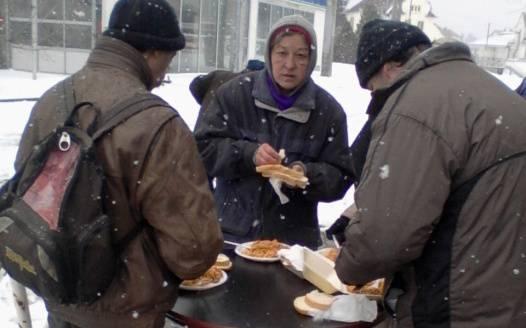 450 adag ételt osztottunk a pécsi rászorulóknak 1