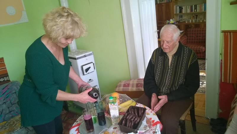Ózdi munkatársaink 91 éves ellátottunkat köszöntötték 1