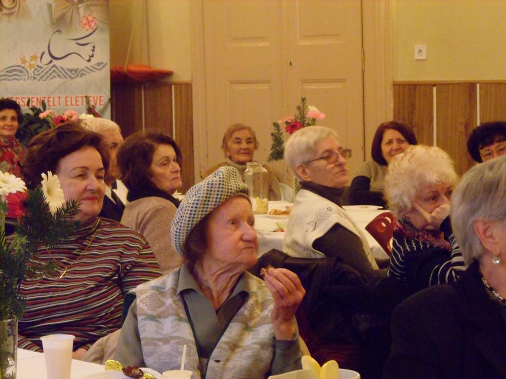Tartalmas délutáni program a szegedi szépkorúaknak 3