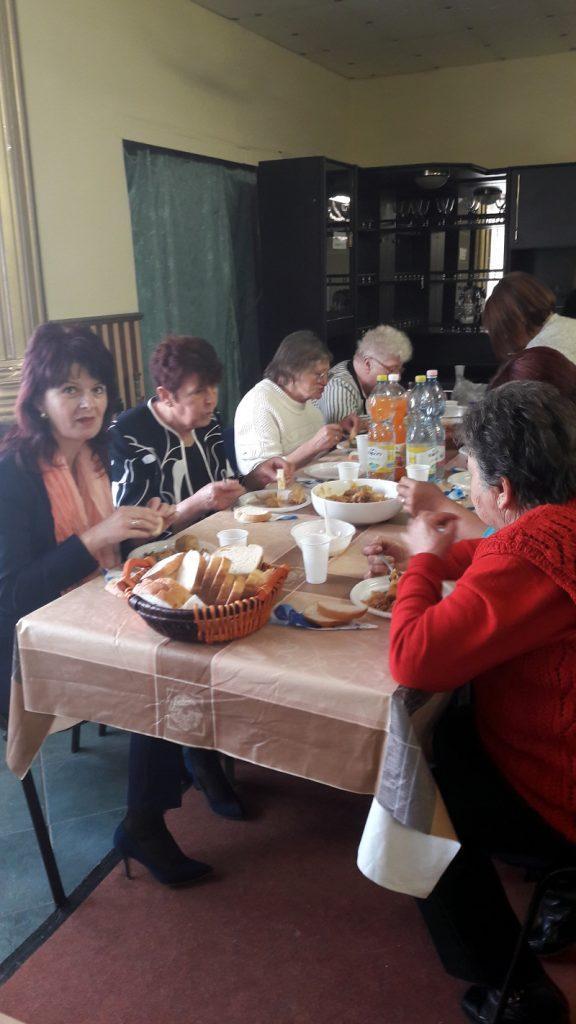 Ünnepi műsor és közös ebéd Ózdon 6