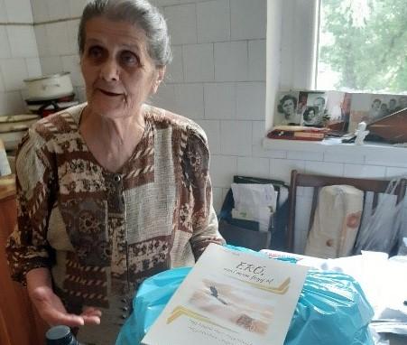 Egerben osztott élelmiszercsomagot a verpeléti SZERETETPONT
