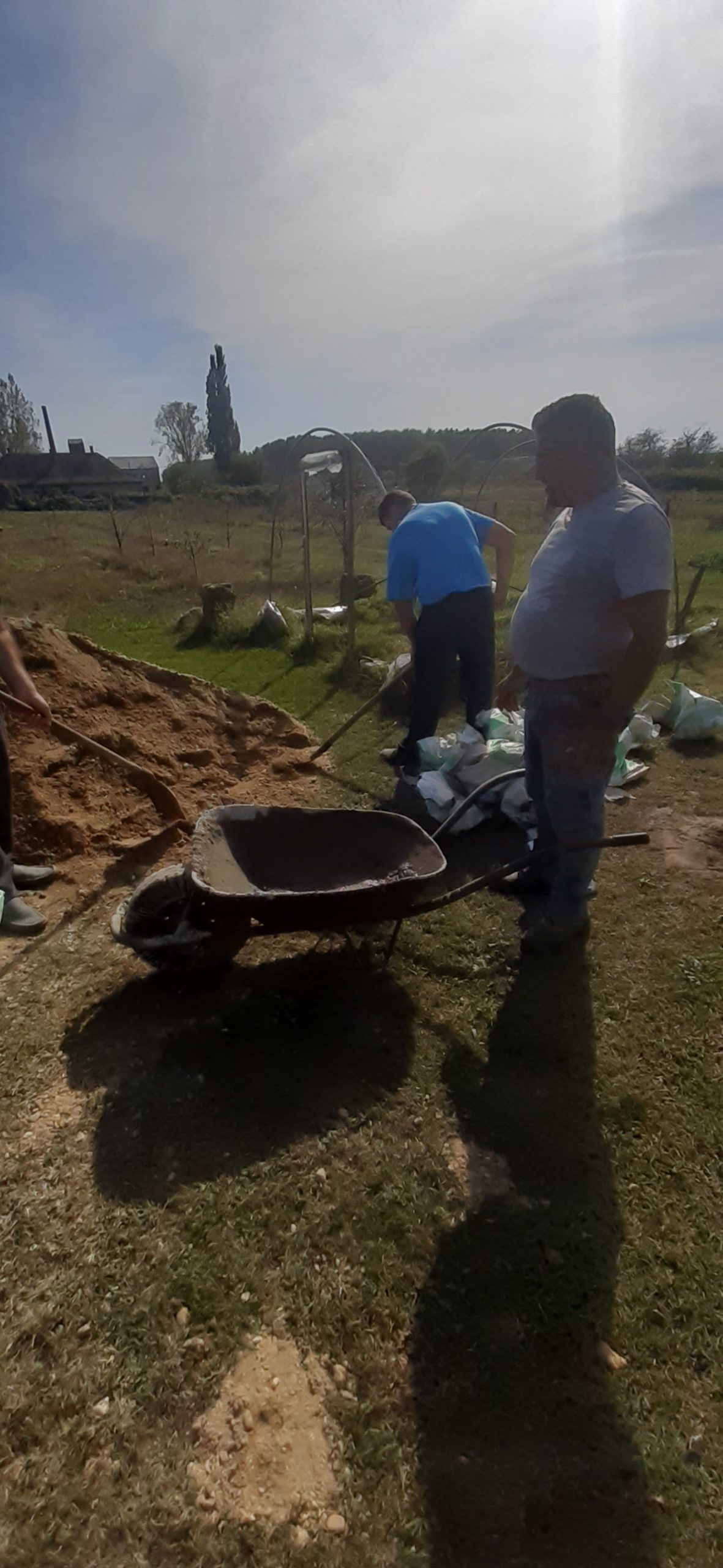 Raktárt épít és gyülekezetet újít fel a Nyírvasvári SZERETETPONT 4