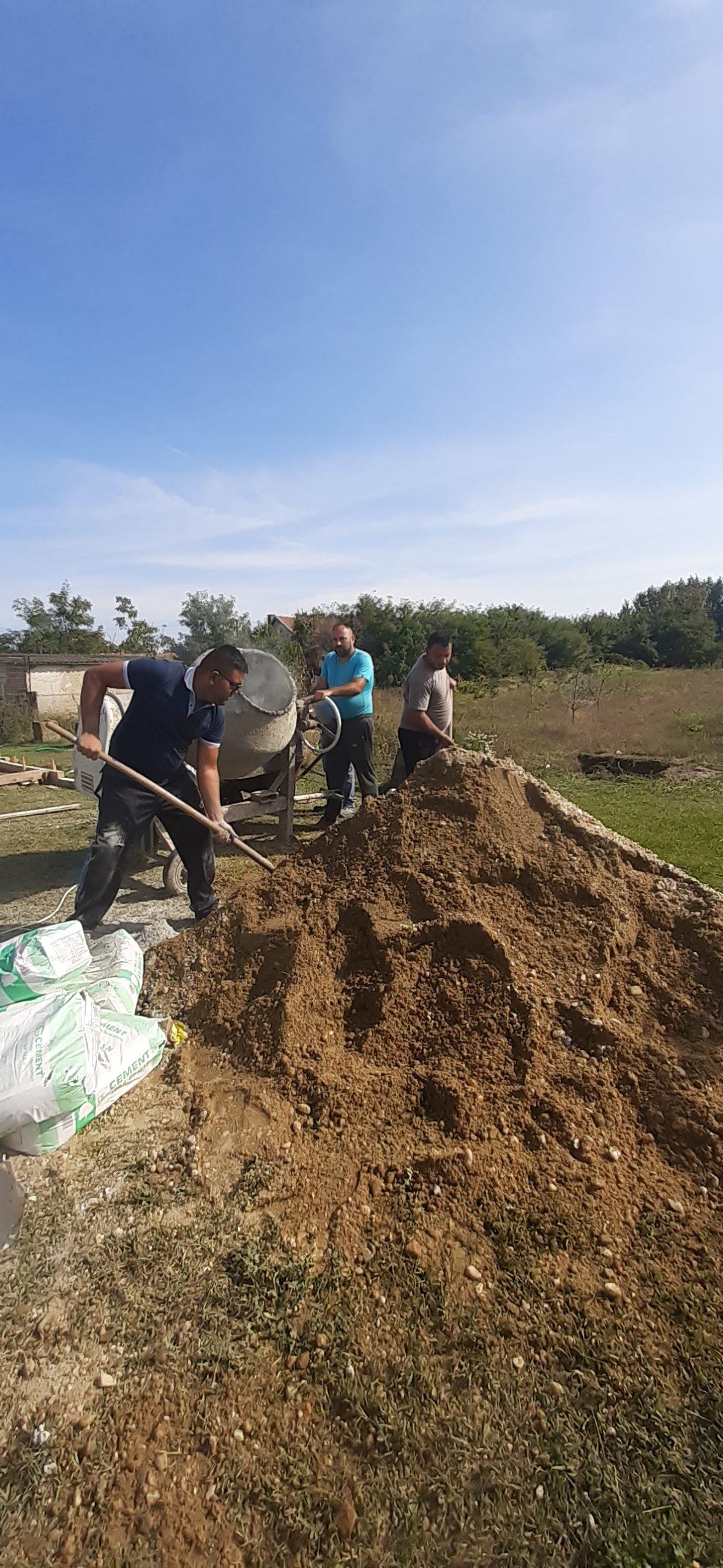 Raktárt épít és gyülekezetet újít fel a Nyírvasvári SZERETETPONT 6