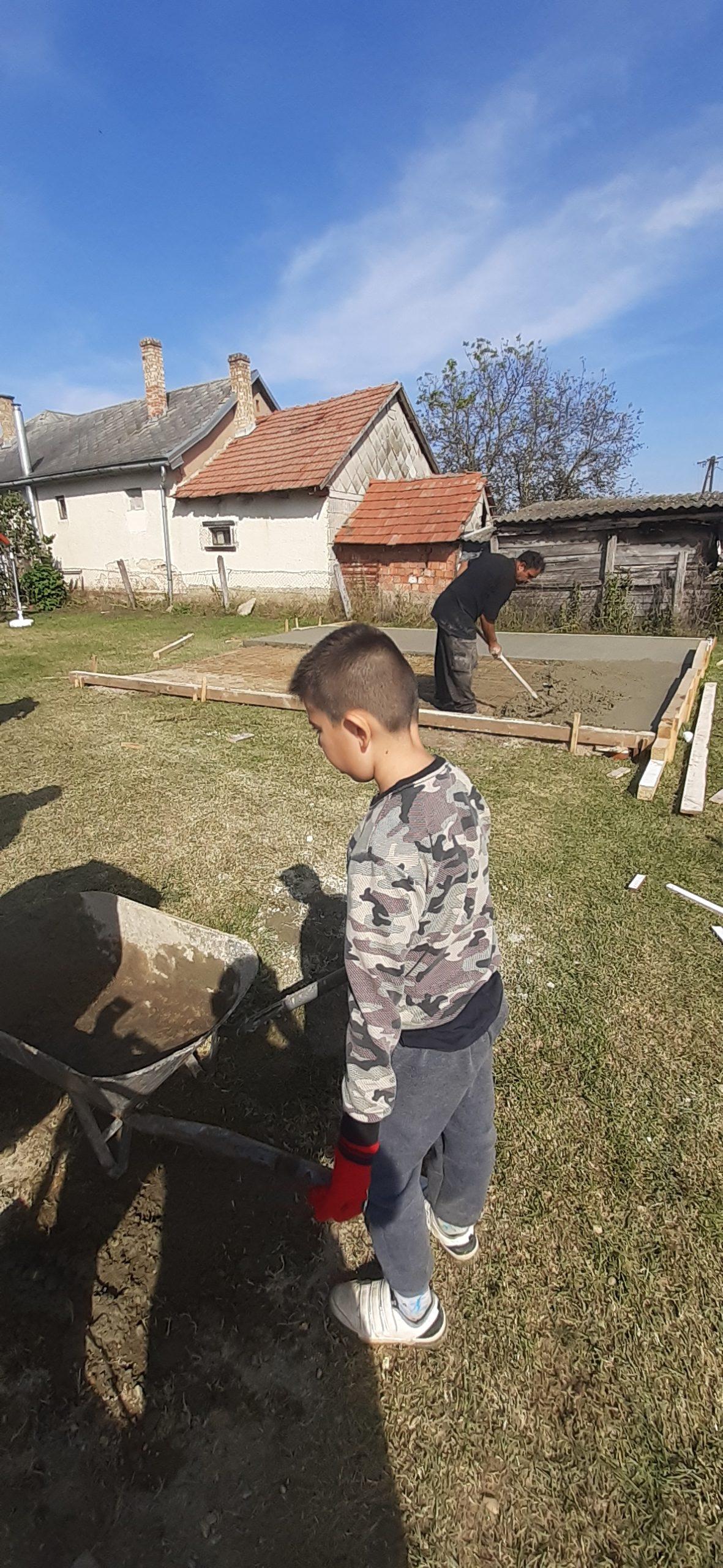 Raktárt épít és gyülekezetet újít fel a Nyírvasvári SZERETETPONT 10