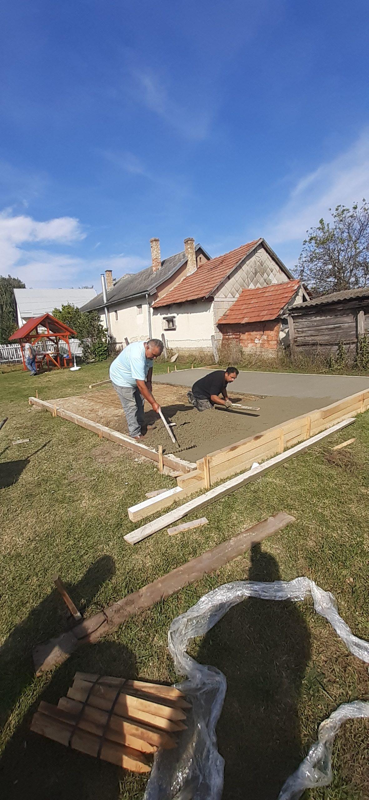 Raktárt épít és gyülekezetet újít fel a Nyírvasvári SZERETETPONT 11