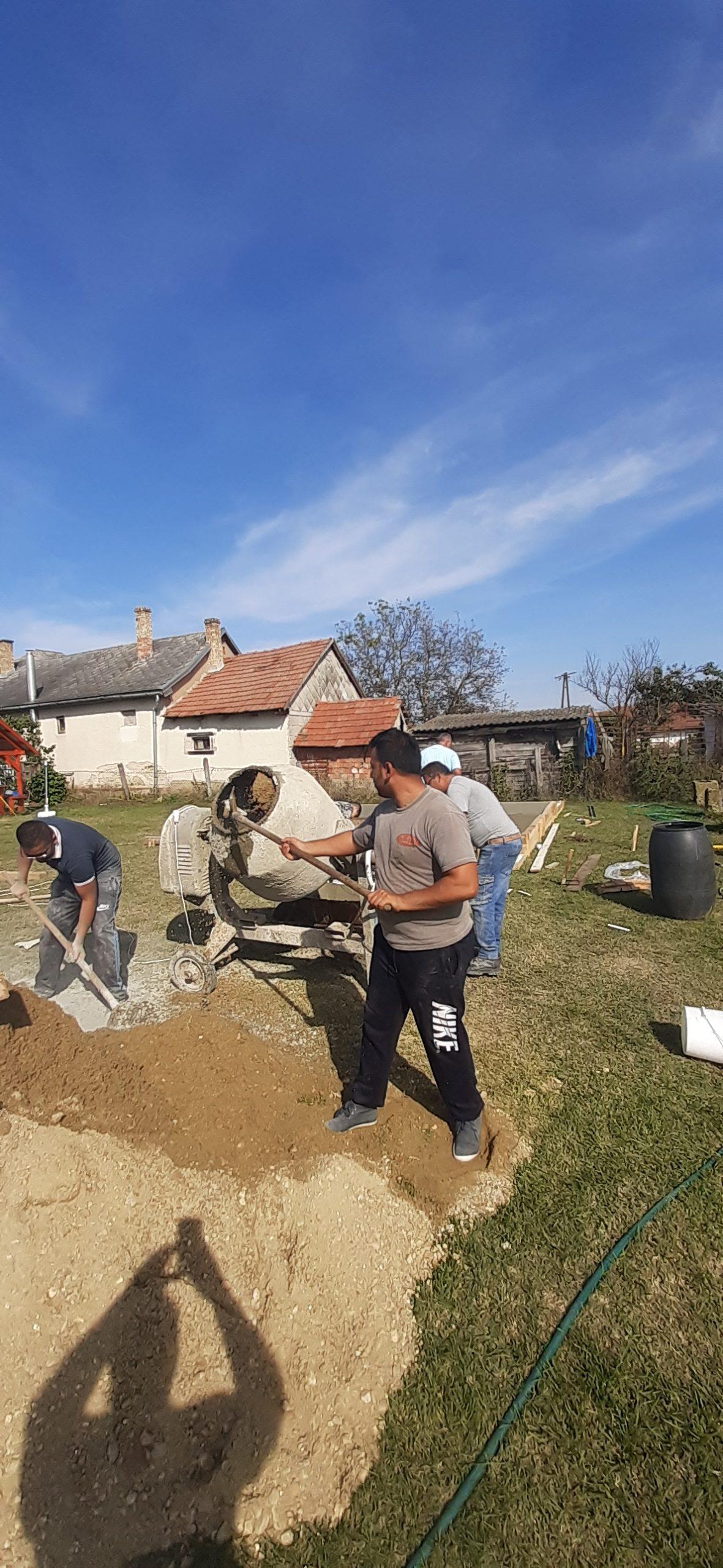 Raktárt épít és gyülekezetet újít fel a Nyírvasvári SZERETETPONT 12